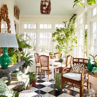 Idée de décoration pour une véranda tradition de taille moyenne avec un sol en marbre, un plafond standard et un sol multicolore.