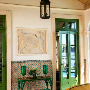 Idéer för stora medelhavsstil uterum, med betonggolv, en standard öppen spis, tak och beiget golv