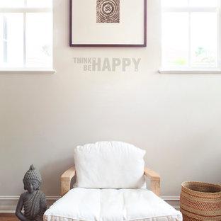 Immagine di una piccola veranda tradizionale con pavimento in bambù