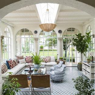 Großer Klassischer Wintergarten ohne Kamin mit Laminat, normaler Decke und blauem Boden in Bridgeport
