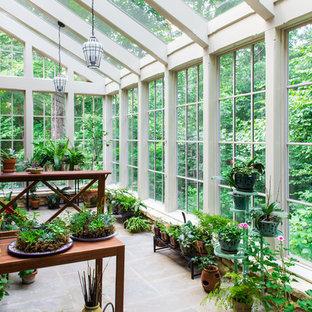 Esempio di una veranda classica con soffitto in vetro