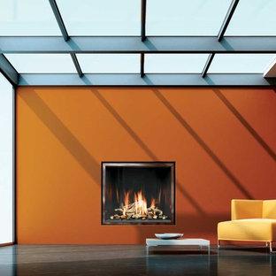 Idée de décoration pour une véranda minimaliste de taille moyenne avec aucune cheminée, un manteau de cheminée en plâtre et un plafond en verre.