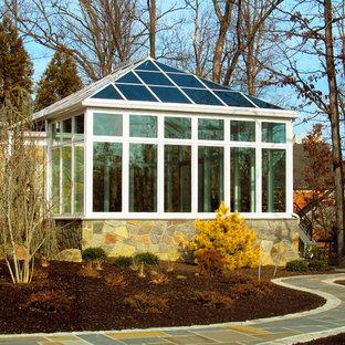 Foto di un'ampia veranda design