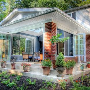 Immagine di una veranda classica di medie dimensioni con pavimento in travertino, nessun camino, lucernario e pavimento beige