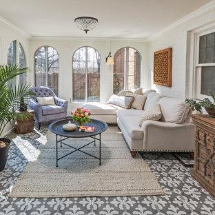 Mittelgroßer Klassischer Wintergarten ohne Kamin mit normaler Decke, buntem Boden und Keramikboden in Milwaukee