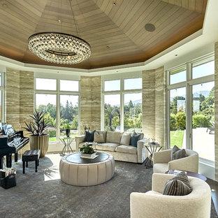 Foto di un'ampia veranda costiera con parquet scuro, soffitto classico e pavimento marrone