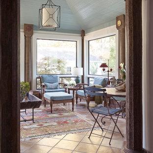 Foto de galería clásica, de tamaño medio, sin chimenea, con techo estándar y suelo de baldosas de terracota