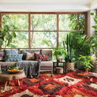 Idéer för ett eklektiskt uterum, med tak och grått golv