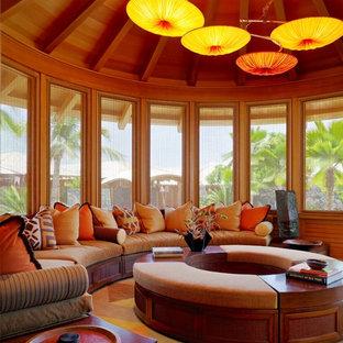 Idéer för ett exotiskt uterum, med heltäckningsmatta och flerfärgat golv