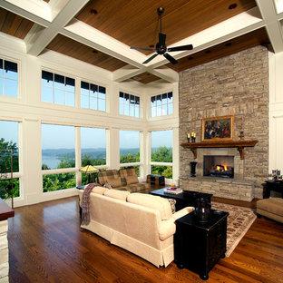 他の地域のトラディショナルスタイルのおしゃれなサンルーム (無垢フローリング、標準型天井、茶色い床、石材の暖炉まわり) の写真