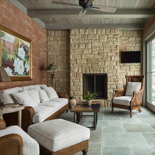 Idee per una veranda classica con camino classico, cornice del camino in pietra, soffitto classico e pavimento verde