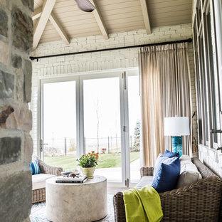 Idées déco pour une véranda classique de taille moyenne avec un sol en carrelage de porcelaine et une cheminée standard.