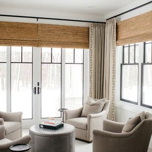 Exemple d'une véranda nature avec un plafond standard et un sol blanc.