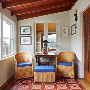 Idee per una veranda mediterranea di medie dimensioni con pavimento in terracotta, soffitto classico e pavimento multicolore