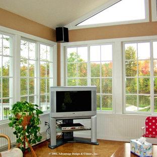 Exemple d'une grand véranda éclectique avec un sol en liège et un plafond standard.
