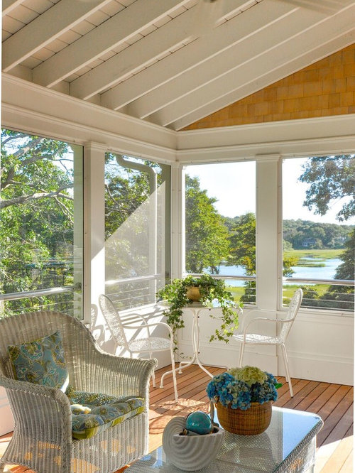 Farmhouse sunroom design ideas remodels photos houzz for Farmhouse sunroom ideas