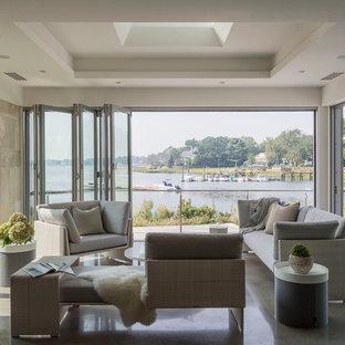 Inspiration för mellanstora moderna uterum, med betonggolv, takfönster och grått golv