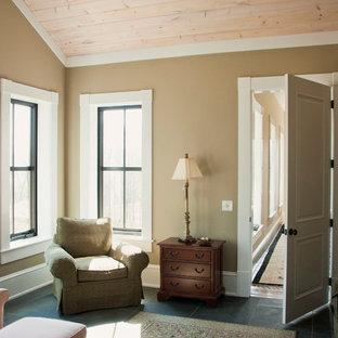 Exemple d'une très grand véranda nature avec un sol en ardoise, aucune cheminée, un plafond standard et un sol bleu.