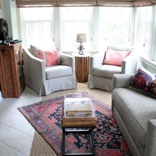Ejemplo de galería tradicional, pequeña, con suelo de baldosas de cerámica y techo estándar