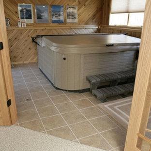 Diseño de galería vintage, de tamaño medio, sin chimenea, con suelo de baldosas de cerámica, techo estándar y suelo beige