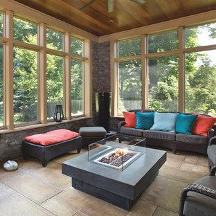 Ispirazione per una grande veranda tradizionale con cornice del camino in cemento, pavimento in cemento, pavimento marrone, nessun camino e soffitto classico