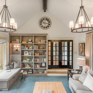 シアトルの中くらいのトラディショナルスタイルのおしゃれなサンルーム (カーペット敷き、標準型暖炉、標準型天井、青い床) の写真