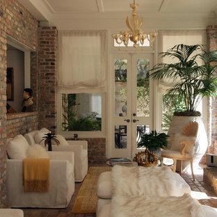 Exemple d'une petit véranda chic avec un sol en brique, une cheminée standard, un manteau de cheminée en brique et un plafond standard.