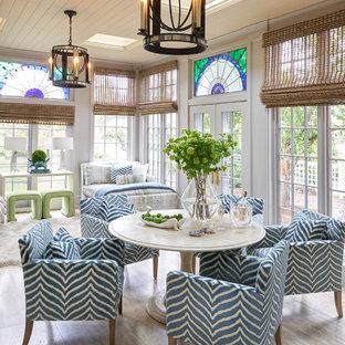 Inspiration för ett vintage uterum, med takfönster och beiget golv