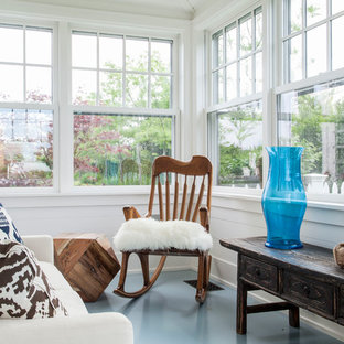 ボストンの小さいビーチスタイルのおしゃれなサンルーム (塗装フローリング、標準型天井、青い床) の写真