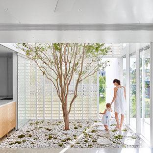 Exempel på ett mellanstort modernt uterum, med betonggolv