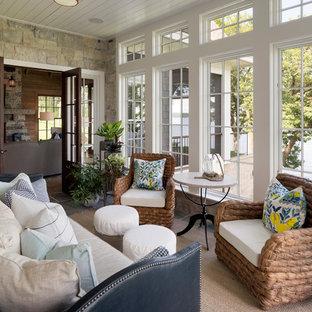 Inspiration pour une véranda marine de taille moyenne avec un plafond standard, un sol gris, un sol en ardoise et aucune cheminée.