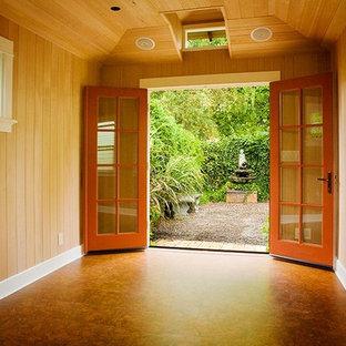 Idee per una veranda di medie dimensioni con pavimento in sughero e soffitto classico