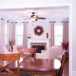 Ispirazione per una veranda eclettica di medie dimensioni con pavimento in legno massello medio, camino classico, cornice del camino in pietra, soffitto classico e pavimento marrone