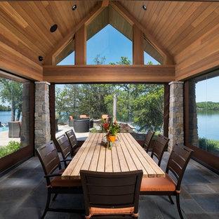 Inspiration för stora moderna uterum, med skiffergolv, tak och grått golv