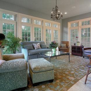 Inspiration för mellanstora klassiska uterum, med klinkergolv i keramik och tak