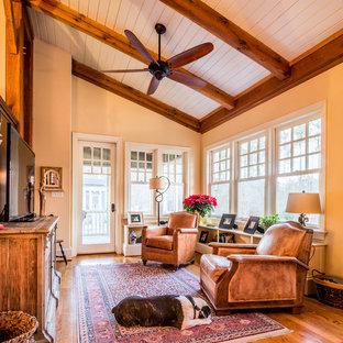 Ispirazione per una veranda stile americano di medie dimensioni