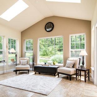 Ispirazione per una veranda classica di medie dimensioni con pavimento in linoleum e lucernario