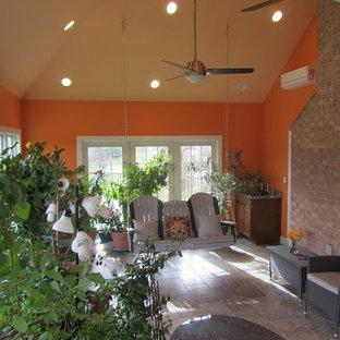 Idées déco pour une grand véranda exotique avec un sol en carrelage de céramique, un plafond standard et un sol gris.