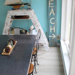 Exempel på ett maritimt uterum, med vinylgolv och grått golv