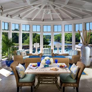 Idee per una veranda moderna di medie dimensioni con pavimento in travertino, nessun camino e soffitto classico