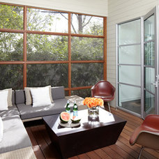 Midcentury Sunroom by Weiss Architecture Inc