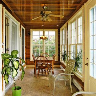 Foto di una piccola veranda tradizionale con pavimento in travertino e soffitto classico