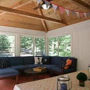 Inspiration pour une véranda bohème de taille moyenne avec un sol en bois peint, un plafond standard et un sol gris.