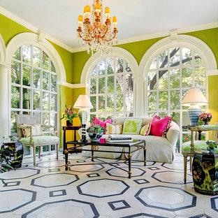 Esempio di una veranda stile shabby di medie dimensioni con pavimento in gres porcellanato e soffitto classico