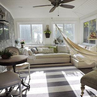 Esempio di una veranda stile marinaro di medie dimensioni con pavimento in linoleum, soffitto classico, pavimento grigio e nessun camino