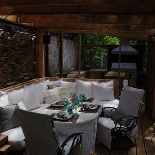 Imagen de galería de estilo zen, de tamaño medio, con suelo de madera en tonos medios y suelo marrón