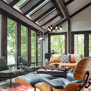 Inspiration för ett stort funkis uterum, med klinkergolv i porslin och takfönster