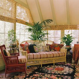 Inspiration pour une véranda traditionnelle avec un sol en carreau de terre cuite et un plafond standard.