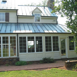 Farmhouse dc metro sunroom porch design ideas pictures for Farmhouse sunroom ideas