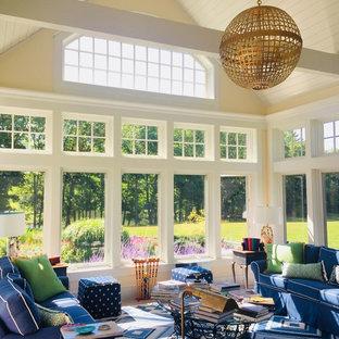 Inspiration pour une véranda traditionnelle avec un plafond standard et un sol bleu.